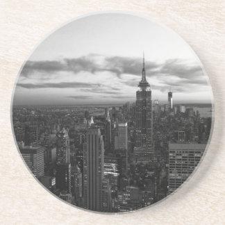 Horizonte de NYC, ESB WTC en la puesta del sol BW Posavasos Diseño