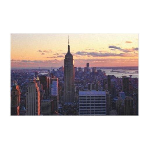 Horizonte de NYC momentos antes de la puesta del Impresion En Lona