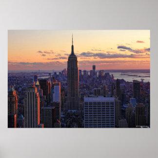 Horizonte de NYC momentos antes de la puesta del Póster
