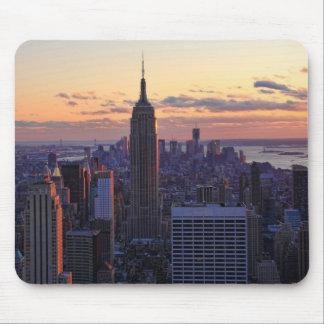 Horizonte de NYC momentos antes de la puesta del Tapete De Ratones
