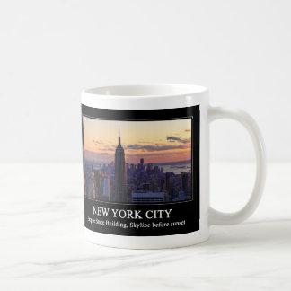 Horizonte de NYC momentos antes de la puesta del Taza