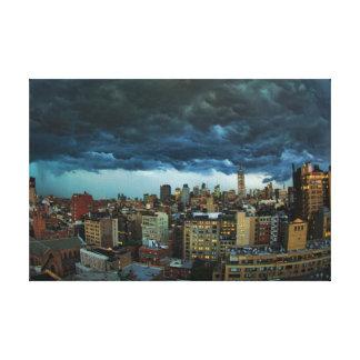 Horizonte de NYC: Nube de tormenta masiva Lona Estirada Galerías