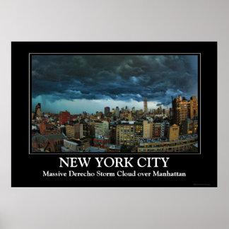 Horizonte de NYC: Nube de tormenta masiva Poster