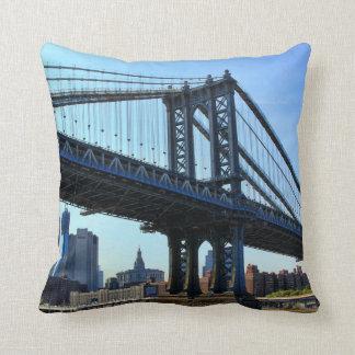 Horizonte de NYC: Puente #3 de Manhattan Almohadas