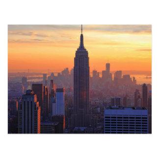 Horizonte de NYC Puesta del sol del naranja del E Tarjeta Postal