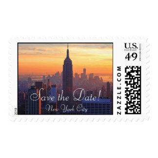 Horizonte de NYC: Reserva anaranjada de la puesta Sellos