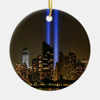 Horizonte de NYC Tributo de WTC 9 11 en la luz 20 Adorno