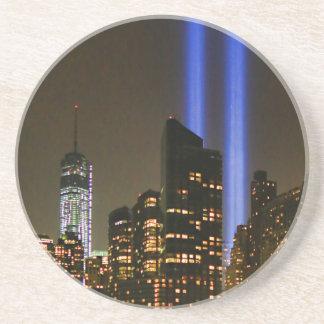 Horizonte de NYC: Tributo de WTC 9/11 en la luz 20 Posavasos Manualidades