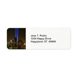 Horizonte de NYC: Tributo de WTC 9/11 en la luz Etiqueta De Remitente