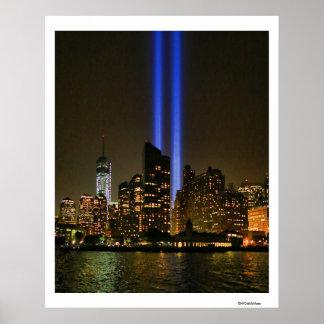 Horizonte de NYC: Tributo de WTC 9/11 en la luz Póster