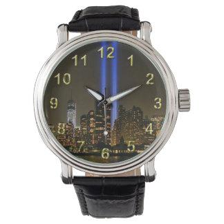 Horizonte de NYC: Tributo de WTC 9/11 en la luz Relojes De Pulsera