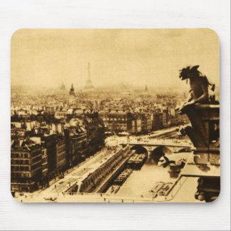 Horizonte de Pari con el Gargoyle de Notre Dame Alfombrillas De Ratones