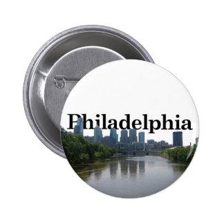 Horizonte de Philadelphia - con Phil. en el backgr Pin Redondo De 2 Pulgadas