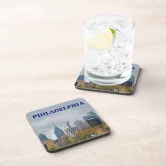 Horizonte de Philadelphia del paseo del río Posavasos De Bebida