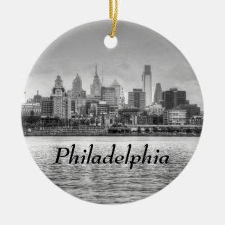 Horizonte de Philadelphia en blanco y negro Adorno Redondo De Cerámica