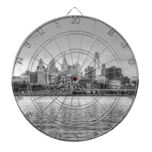 Horizonte de Philadelphia en blanco y negro Tabla Dardos