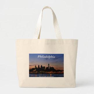 Horizonte de Philadelphia en el bolso crepuscular Bolsas