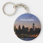 Horizonte de Philadelphia en el crepúsculo Llavero Personalizado