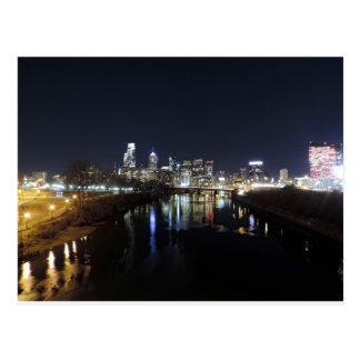 Horizonte de Philadelphia en la noche Tarjeta Postal