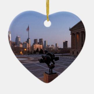 Horizonte de Philadelphia en la oscuridad Adorno De Cerámica En Forma De Corazón