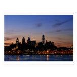 Horizonte de Philadelphia en la postal crepuscular
