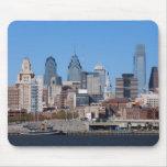 Horizonte de Philadelphia, visión media Tapetes De Ratones