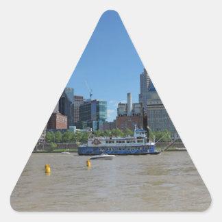 Horizonte de Pittsburgh del parque de PNC Pegatina Triangular