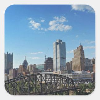 Horizonte de Pittsburgh del puente de la calle de Calcomanías Cuadradas Personalizadas