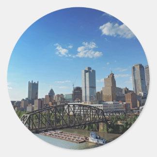 Horizonte de Pittsburgh del puente de la calle de Pegatina Redonda
