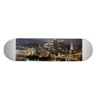 Horizonte de Pittsburgh en el monopatín de la oscu