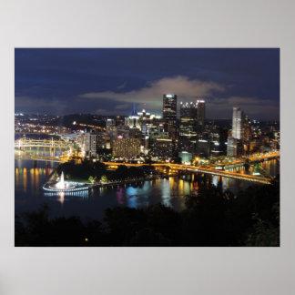 Horizonte de Pittsburgh en el poster de la oscurid
