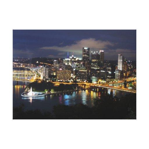 Horizonte de Pittsburgh en la lona de la oscuridad Impresión En Lona Estirada