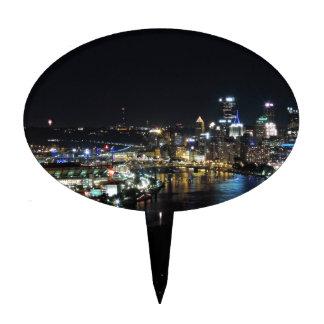 Horizonte de Pittsburgh en la noche Decoración De Tarta