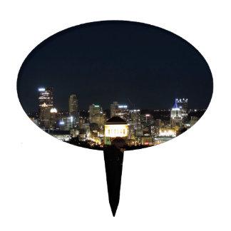 Horizonte de Pittsburgh en la noche Decoraciones De Tartas