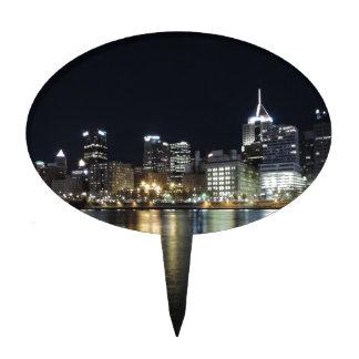 Horizonte de Pittsburgh en la noche del parque de  Decoraciones De Tartas
