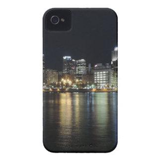 Horizonte de Pittsburgh en la noche del parque de  iPhone 4 Funda