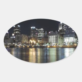 Horizonte de Pittsburgh en la noche del parque de Pegatinas De Oval