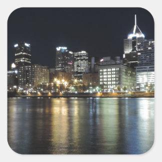 Horizonte de Pittsburgh en la noche del parque de Calcomania Cuadrada Personalizada