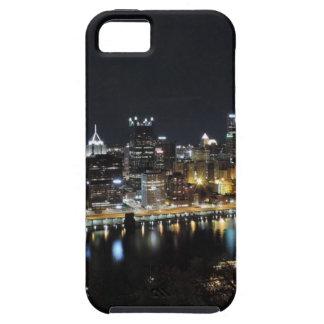 Horizonte de Pittsburgh en la noche del soporte Wa iPhone 5 Case-Mate Protectores