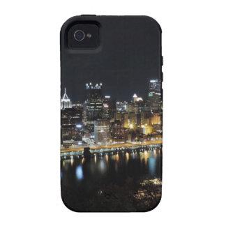 Horizonte de Pittsburgh en la noche del soporte Wa Case-Mate iPhone 4 Carcasas
