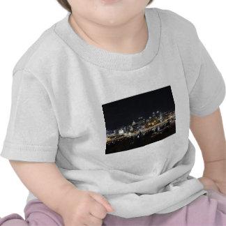 Horizonte de Pittsburgh en la noche del soporte Wa Camiseta