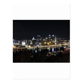 Horizonte de Pittsburgh en la noche del soporte Wa Postales