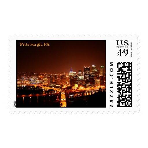 Horizonte de Pittsburgh en la noche Envio