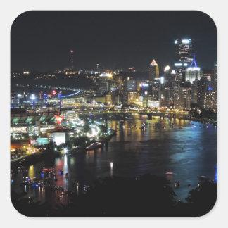 Horizonte de Pittsburgh en la noche Pegatinas Cuadradases Personalizadas