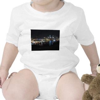 Horizonte de Pittsburgh en la noche Trajes De Bebé