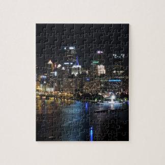 Horizonte de Pittsburgh en la noche Rompecabeza