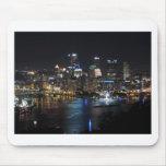 Horizonte de Pittsburgh en la noche Alfombrilla De Ratón