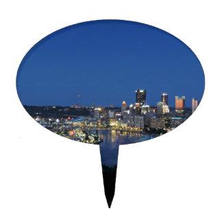 Horizonte de Pittsburgh en la oscuridad Figura De Tarta