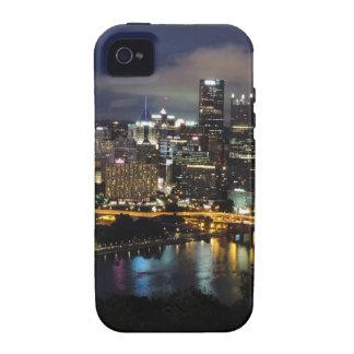 Horizonte de Pittsburgh en la oscuridad iPhone 4 Fundas