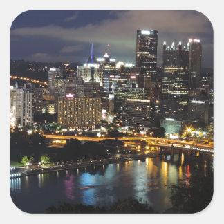 Horizonte de Pittsburgh en la oscuridad Pegatinas Cuadradas Personalizadas